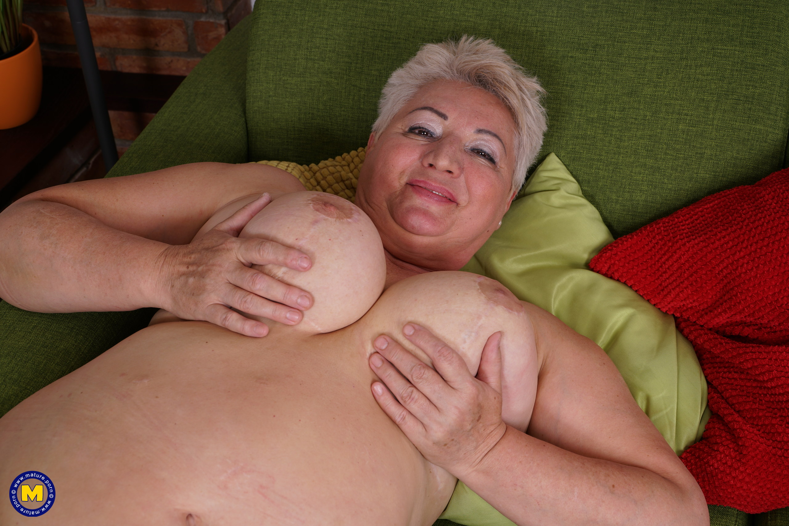 This big mama loves to play with her wet pussy