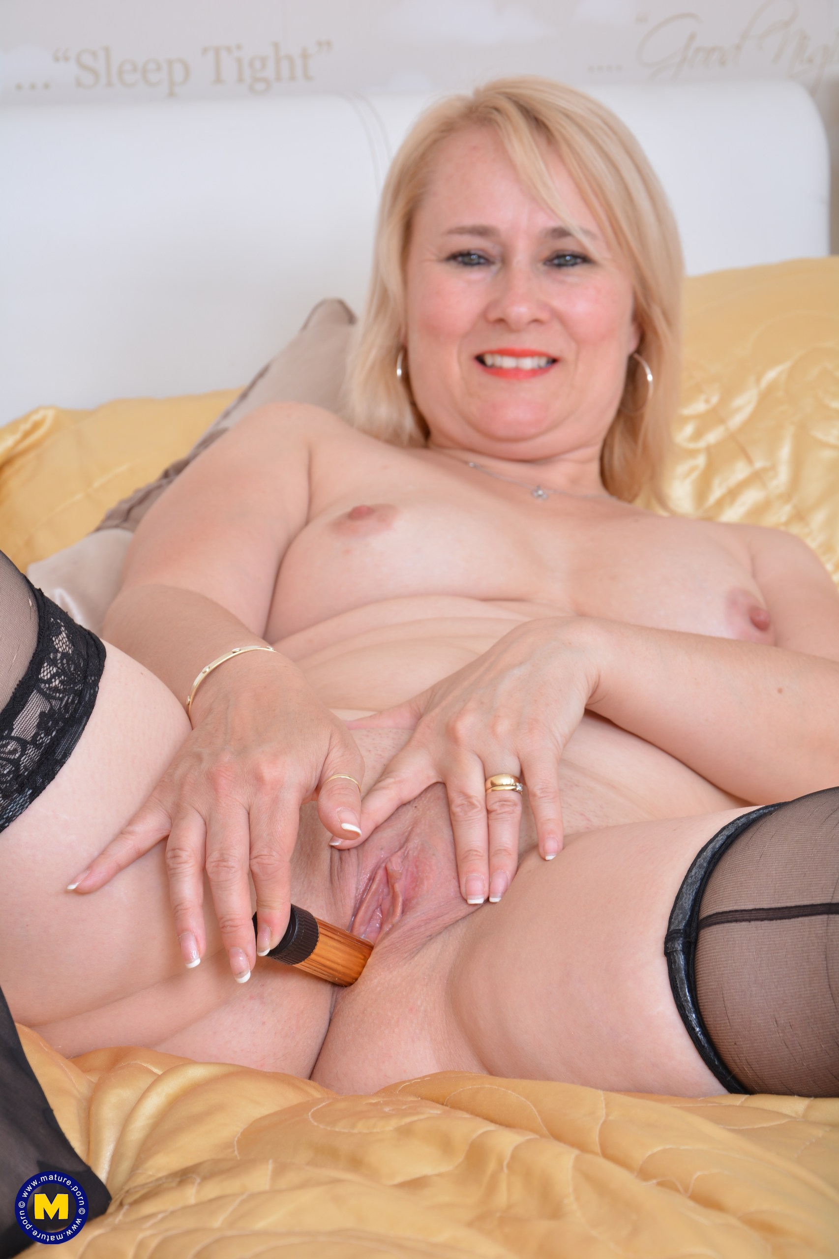 Horny English housewife getting highly ultra-kinky